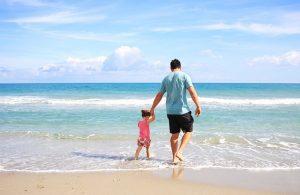 Man som har refinansiert og har råd til ferie